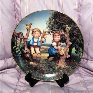 Apple Tree Boy & Girl Danbury Mint Hummel plate